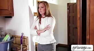 Brunette Maddy O Reilly rubs and fingers Cadence Lux pussy until she squirts.